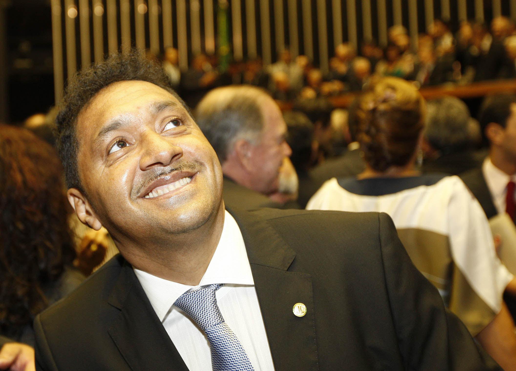 DF - ESCOLHA/MESA DIRETORA  - POLÍTICA - O deputado eleito Francisco Everardo Oliveira Silva (PR-SP), o palhaço Tiririca, chega para a escolha da Mesa Diretora, no plenário do Senado   Federal, no Congresso Nacional, em Brasília (DF), nesta terça-feira.   01/02/2011 - Foto: CRISTIANO BORGES/O POPULAR/AE