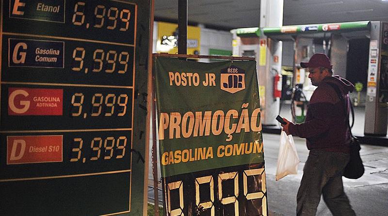 Brasilia DF 24 05 2018 Começa a faltar gasolina e etanol em postos do distrito Federal alguns postos estão cobrando gasolina a 10 reais o litro. Foto Marcelo Casal /Agencia Brasil